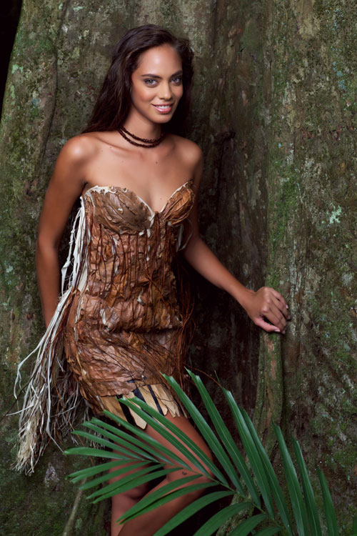 Beautiful Tahitian girl Hinarani de Longeaux